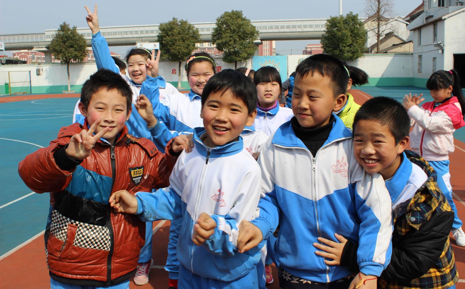 Elever på en grunskola i Kina där våra lärarvolontärer arbetar.